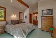 135-Timber-Dr-Tahoe-City-CA-large-010-23-Master-Bedroom-Ensuite-1500x1000-72dpi