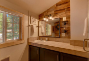 5447 N Lake Blvd Carnelian Bay-large-011-10-Bathroom-1500x1000-72dpi