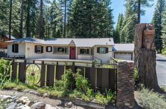 """Charming """"Old Tahoe"""" Cabin"""