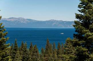 Spectacular Panoramic Lake Views!